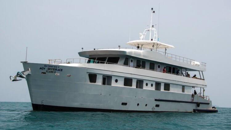 Dive Race Similan Island Liveaboard Boat