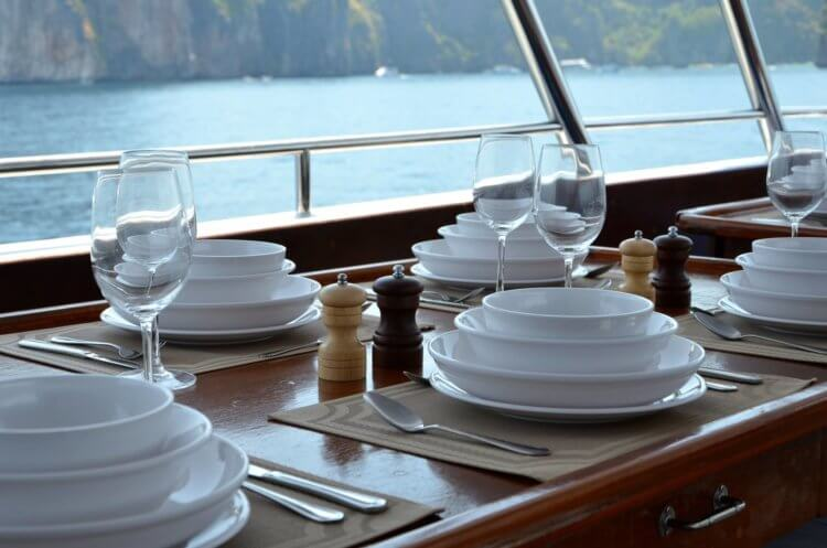 Dive Race Similan Island Liveaboard Fine dining