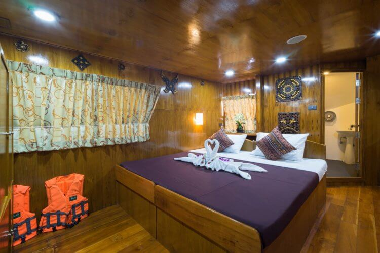 MV Sawasdee Fasai Similan Island Liveabaord Cabin