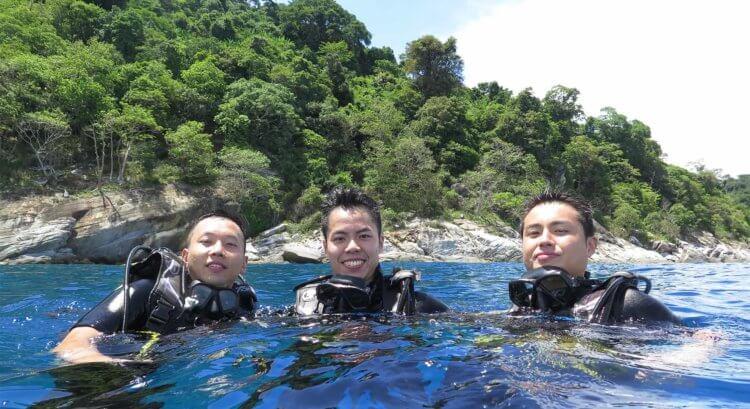 Happy Open Water Divers Aussie